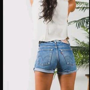 Levis | White Oak Cone Denim Cuffed Shorts